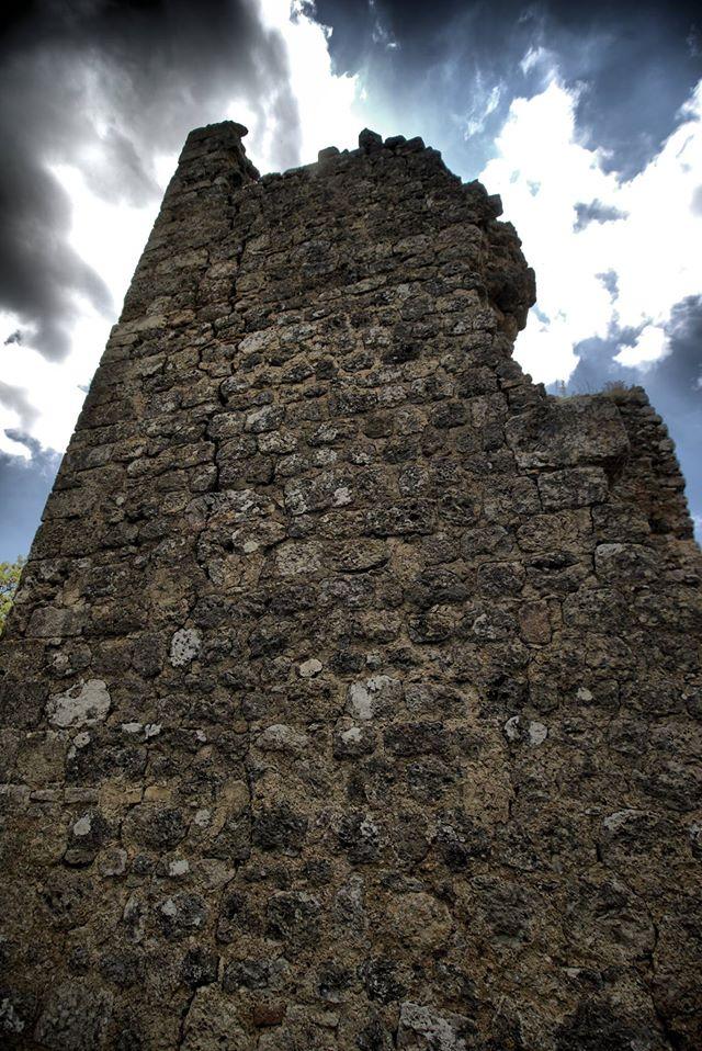 Castelvecchio, le rovine della città fortificata